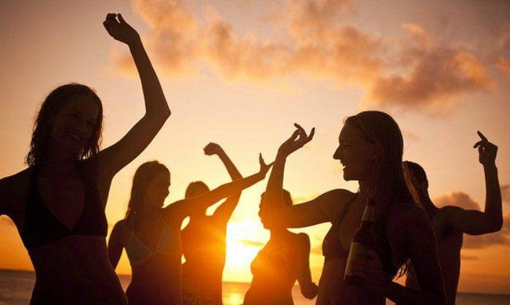 Lavorare in vacanza: a Rimini l'offerta di Silb per under 30, pagati per divertirsi