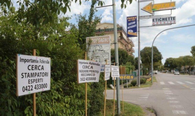 Treviso, imprenditore non trova dipendenti, mette cartelli in strada con le offerte di lavoro