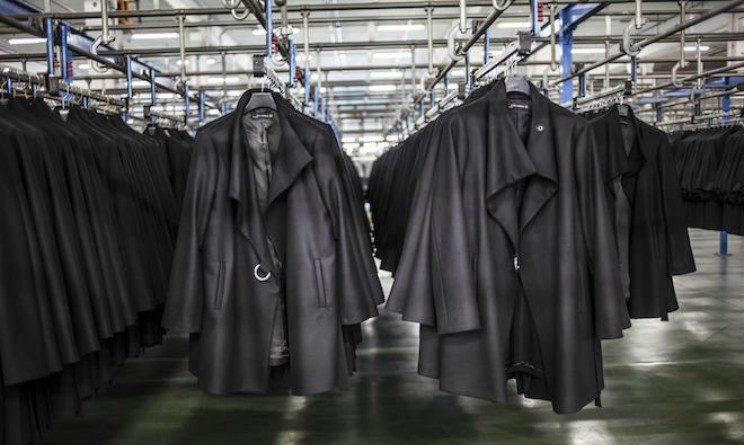 Biglietti misteriosi nei vestiti venduti da Zara, a lasciarli sono i lavoratori non pagati