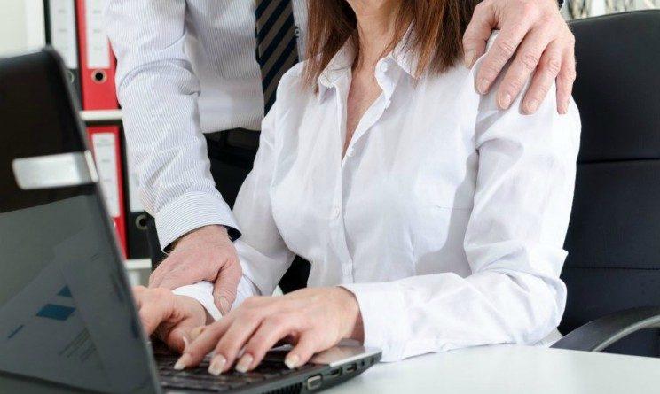 Molestie sul lavoro, un milione e mezzo di donne in Italia subiscono abusi, arriva una Legge