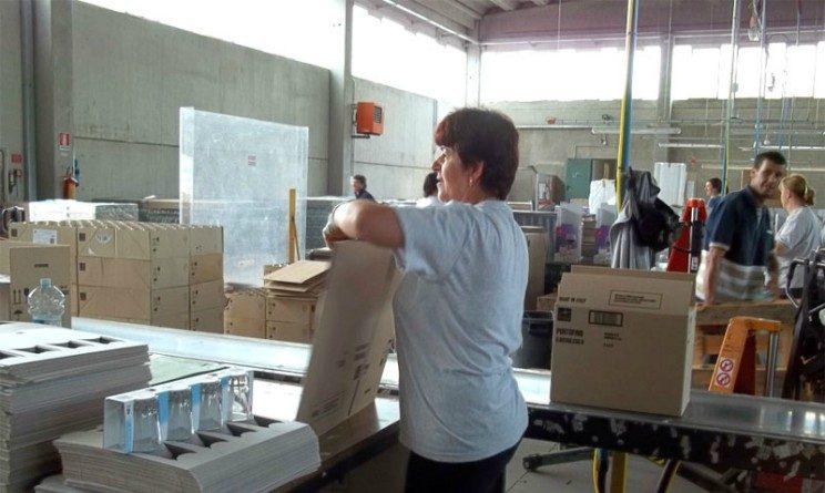 Offerte di lavoro per addetti al confezionamento, posizioni aperte in Lombardia e Calabria
