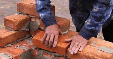 Offerte di lavoro per muratori, elettricisti e idraulici disoccupati con licenza media