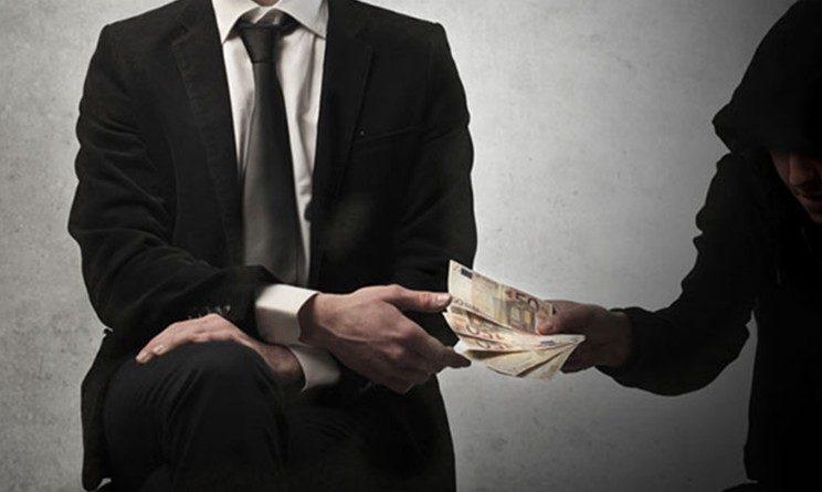 Lavoro nero, donne pagate 50 centesimi ora, blitz della polizia e multa per azienda