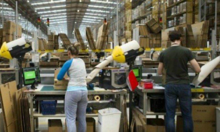 Amazon ha brevettato un braccialetto elettronico per tenere sotto controllo merce e dipendenti