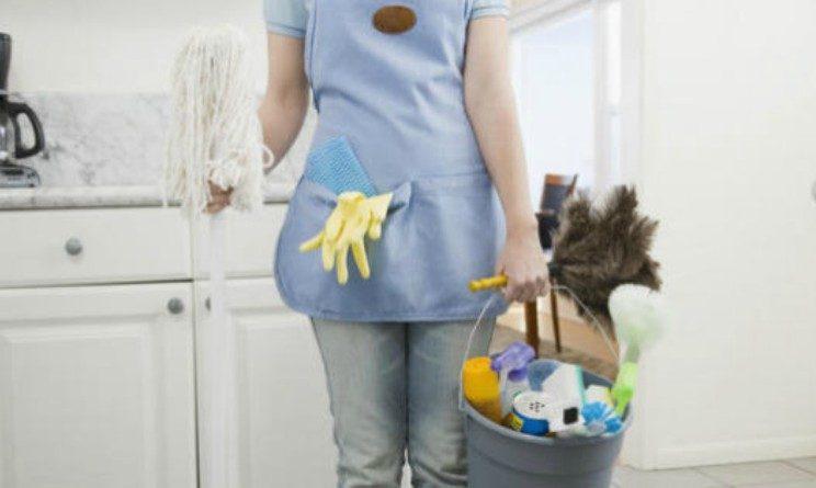 Pubblicava annunci di lavoro per colf, poi le palpeggiava durante le faccende domestiche