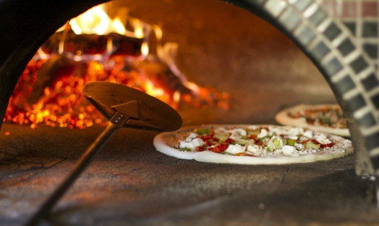 Offerte di lavoro nelle pizzerie, nuova aperta e selezioni per 12 aiuto cuochi, camerieri e pizzaioli