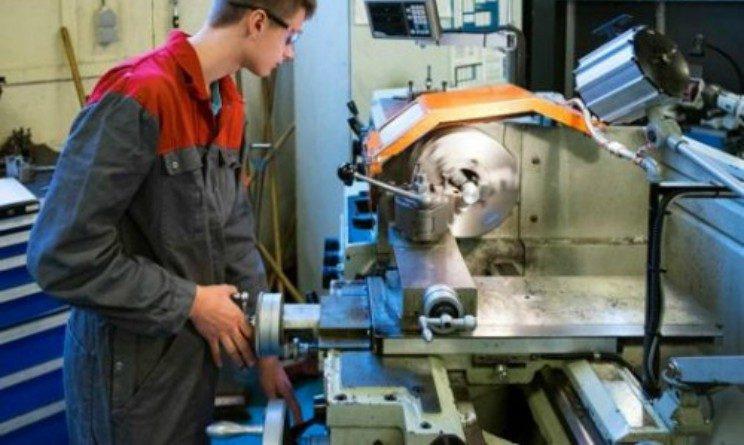 Finistral lavora con noi, selezioni per operai di produzioni, artigiani e addetti al montaggio in 3 citta