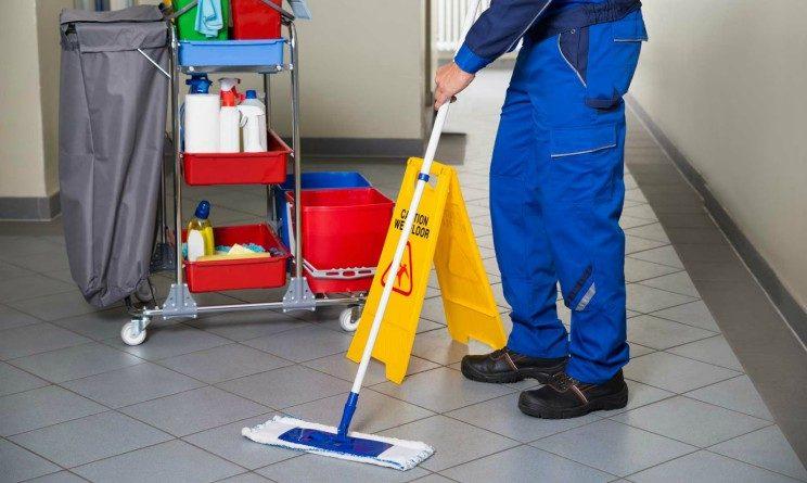 Offerte di lavoro per addetti alle pulizie, 20 posti per candidati con licenza media a Napoli