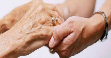 Pensioni: chi assiste madre invalida può uscire prima dal mercato del lavoro