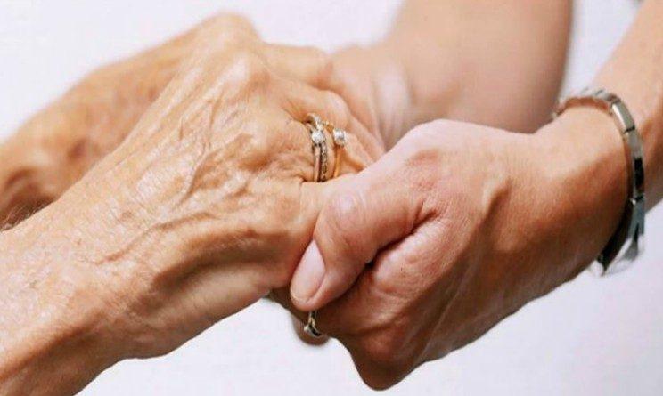 Pensioni, chi assiste madre invalida puo uscire prima dal mercato del lavoro