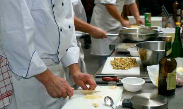ADHR seleziona 20 addetti alla ristorazione part time con licenza media