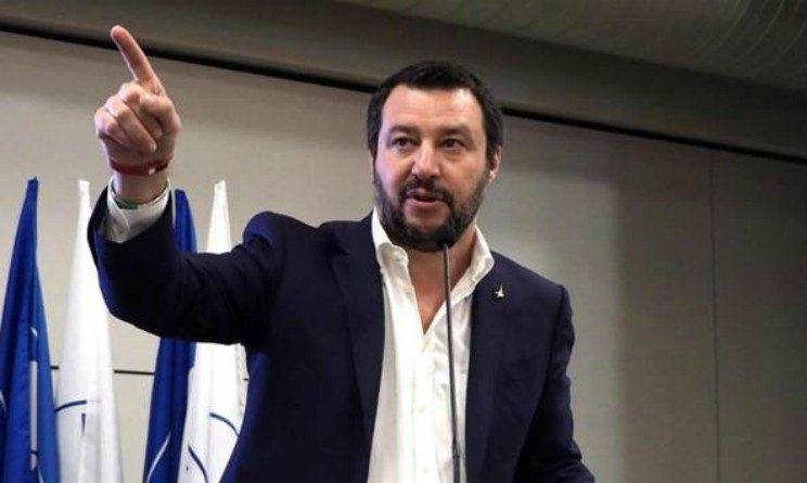 Pensioni 2018, Salvini, alzare minime tagliando pensioni sociali ai migranti