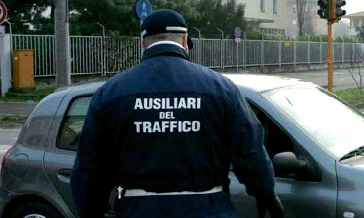 Concorso ausiliari del traffico, bando per 4 posti, requisiti e scadenze