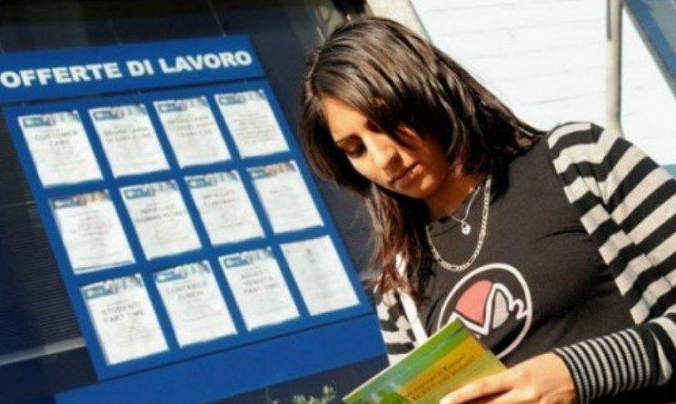 Reddito di cittadinanza, nella bozza assegno da 500 euro ai giovani e sussidio a famiglie con figli