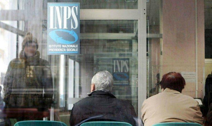 Pensioni, rivalutazioni bloccate e taglio agli assegni