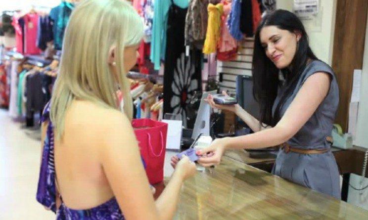 Come trovare lavoro nei negozi di moda come commessi, vetrinisti, cassieri