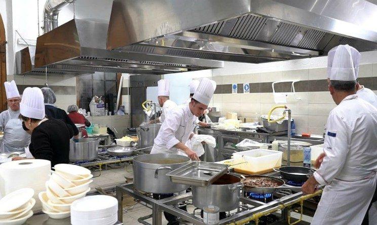 Articolo1 seleziona addetti mensa, cuochi e aiuto cuoco in 8 citta
