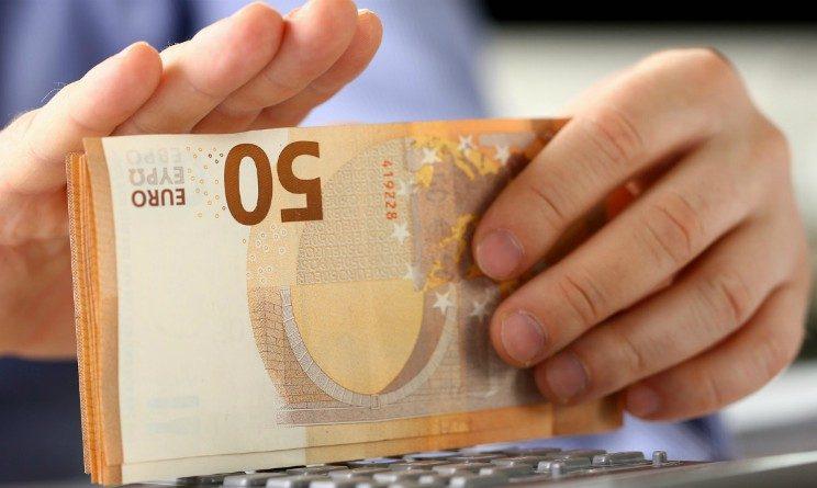 Salario minimo, importo scende a 8 euro ora