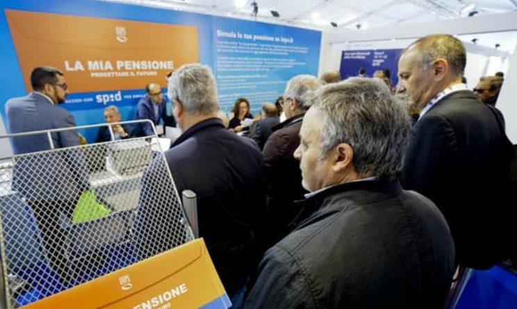 Pensioni, via Quota 100 e uscita agevolata a 63 anni