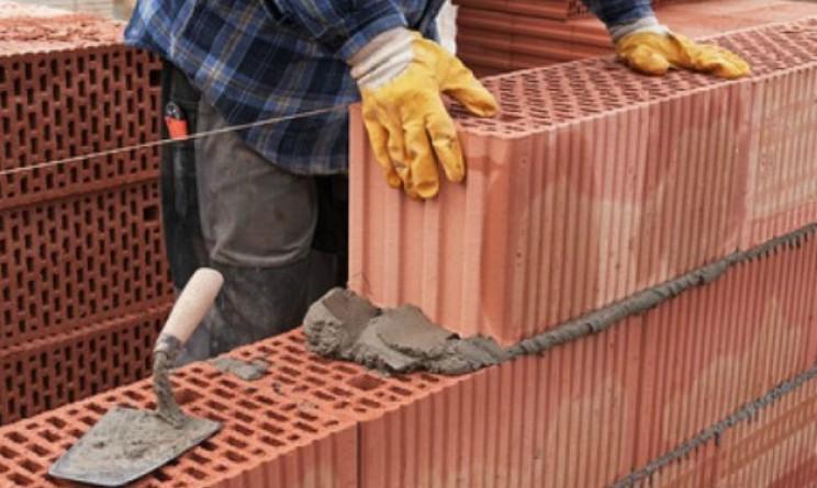 Bandi UTI per muratori, autisti di scuolabus e contabili a tempo indeterminato