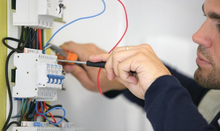 Corso gratuito per elettricisti con stage finale di ASEV