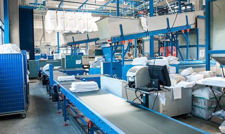 Umana assume 3 addetti alla lavanderia industriale a Napoli